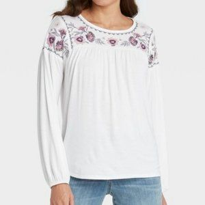 🌌2/$20 Knox Rose Embroidered White Knit Top M